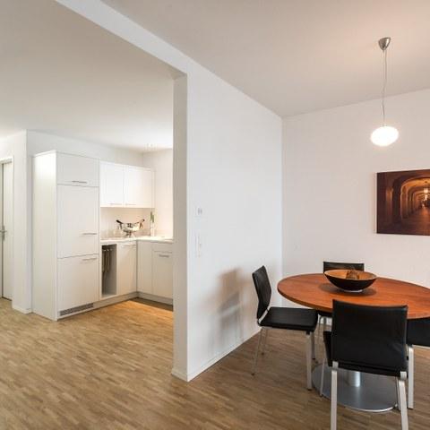 Küche und Essbereich. Vergrösserte Ansicht