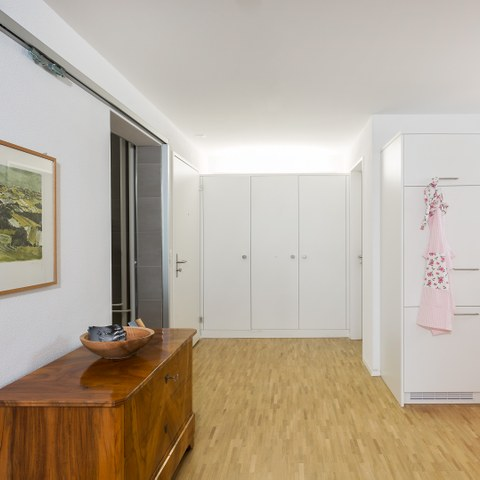 Eingangsbereich und Küche. Vergrösserte Ansicht